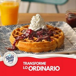 Wafle con Reddi-Wip Original Whipped Topping